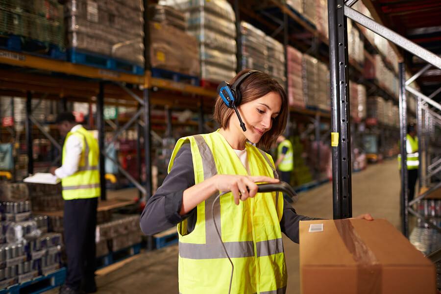 O código de barras como o EAN pode auxiliar controle de estoque e logística em empresas variadas
