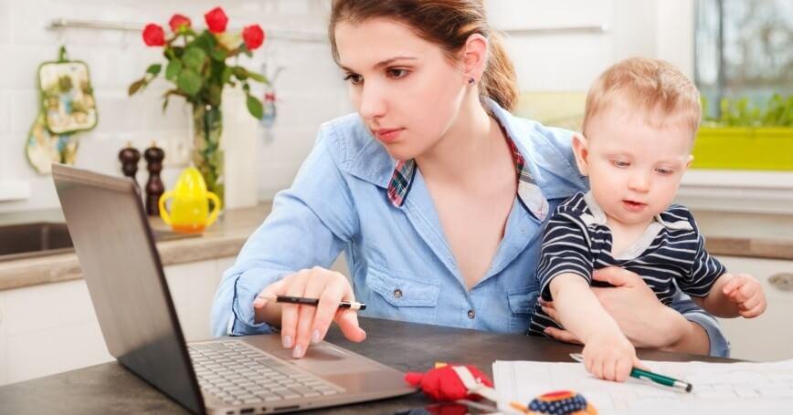 Por que o home office é mais difícil para as mães?