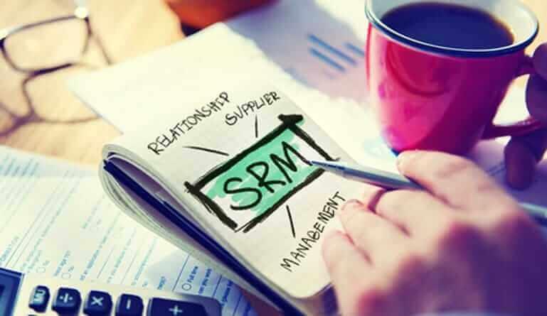 O SRM, ou Supplier Relationship Management, é uma ferramenta que atua na gestão de relacionamento da empresa com seus fornecedores de produtos