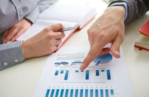 Os KPIs devem ser acompanhados com frequência em busca de algo errado na empresa em relação a performance