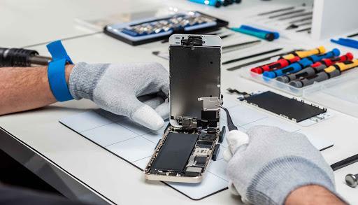 A assistência técnica para celulares é muito demandada, e bons profissionais são procurados