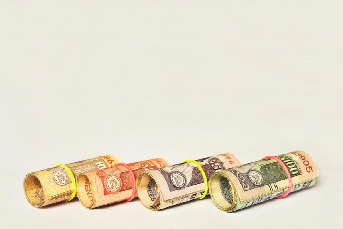A crise econômica obriga o cliente a gastar menos e por consequência empresas faturam menos