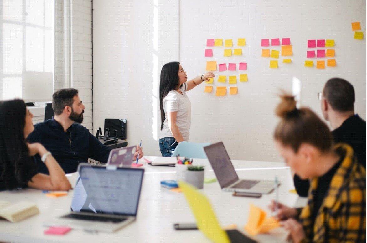 Os bons feitos dentro da empresa devem ser reconhecidos para destacar o merecimento do indivíduo dentro da equipe