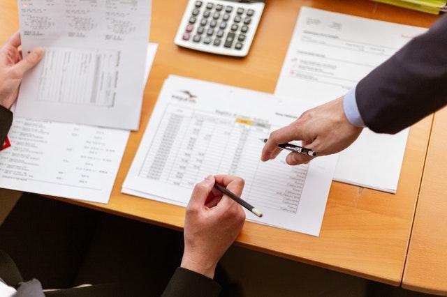 Para manter-se regular o MEI deve pagar mensalmente o DAS e entregar a Declaração Anual do Simples Nacional.