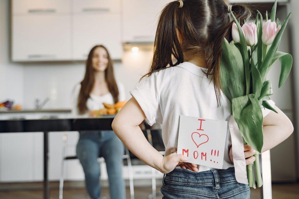 O Dia das Mães apresenta o segundo maior movimento de vendas e comércio, ficando atrás somente do Natal.