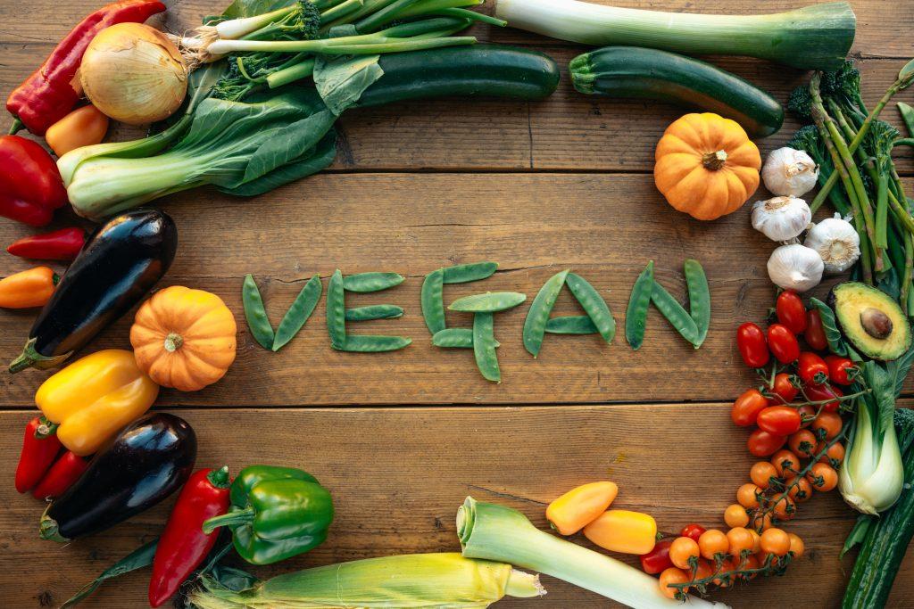 O mercado de alimentos e produtos veganos/vegetarianos tem atraído cada vez mais brasileiros.