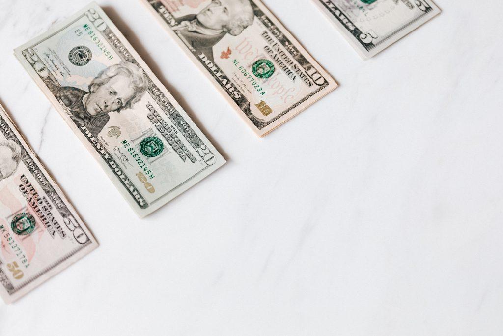 O contribuinte deve se utilizar do DARF - Documento de arrecadação de receitas federais - para pagar o CSLL.